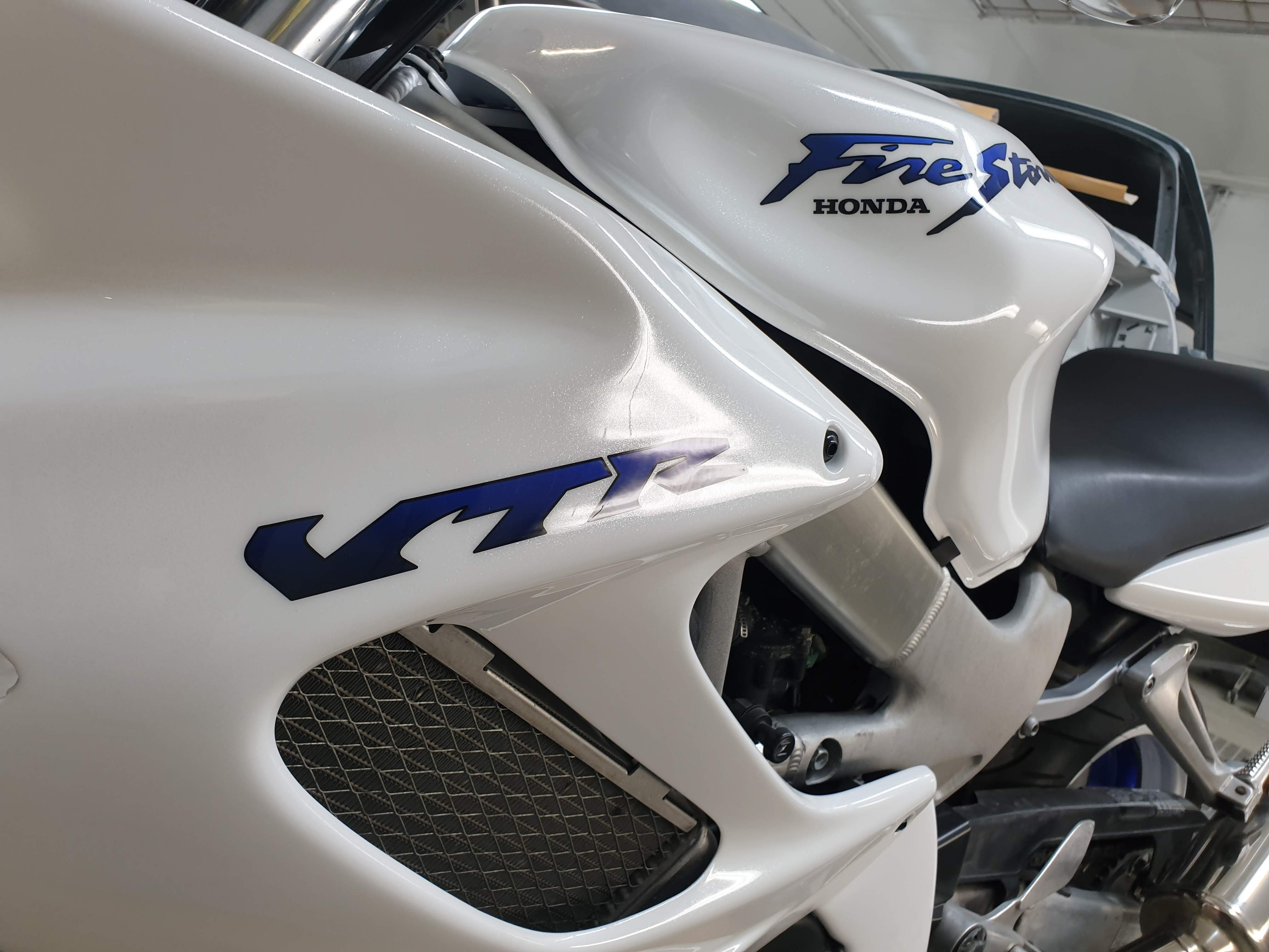 Honda VTR firestorm white pearl blue candy 15