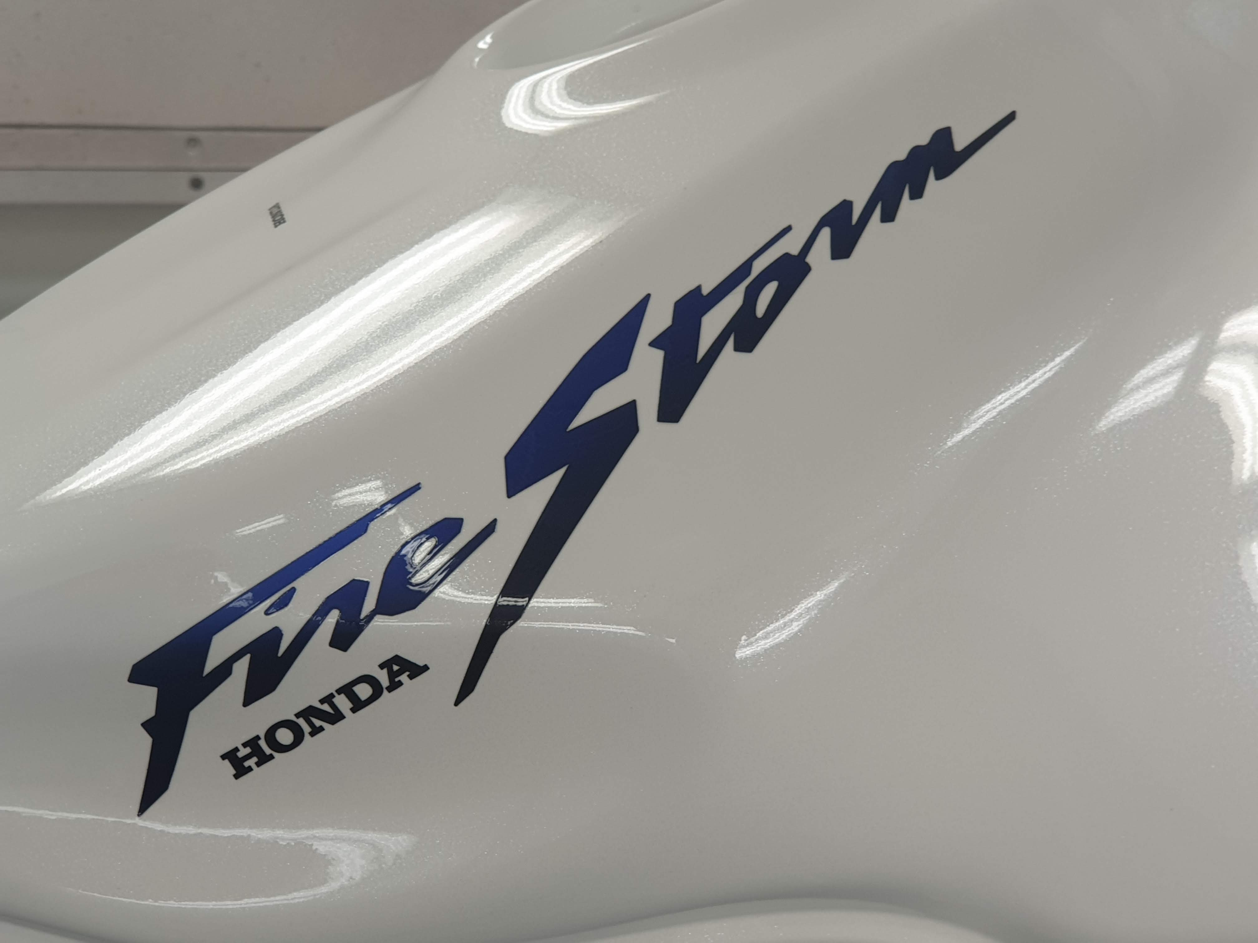 Honda VTR firestorm white pearl blue candy 39