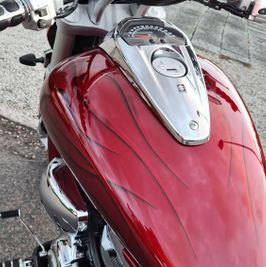 Suzuki Intruder m1800r red candy ghost classic flames 12
