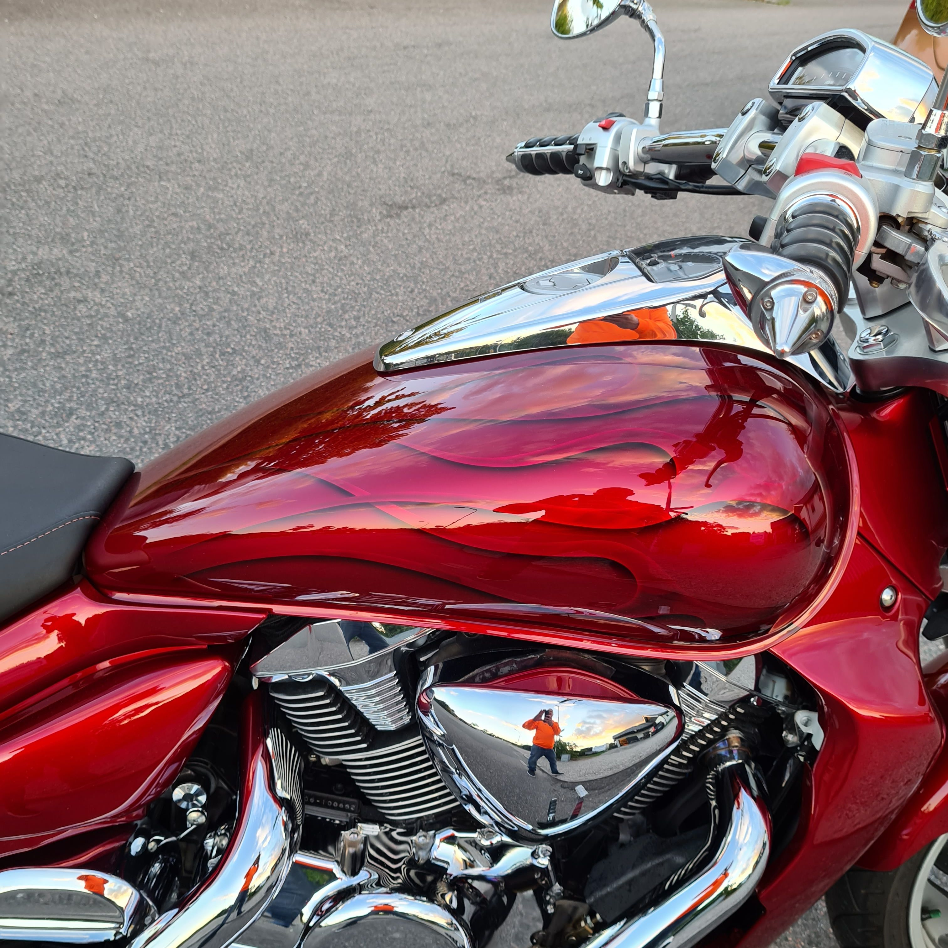 Suzuki Intruder m1800r red candy ghost classic flames 19