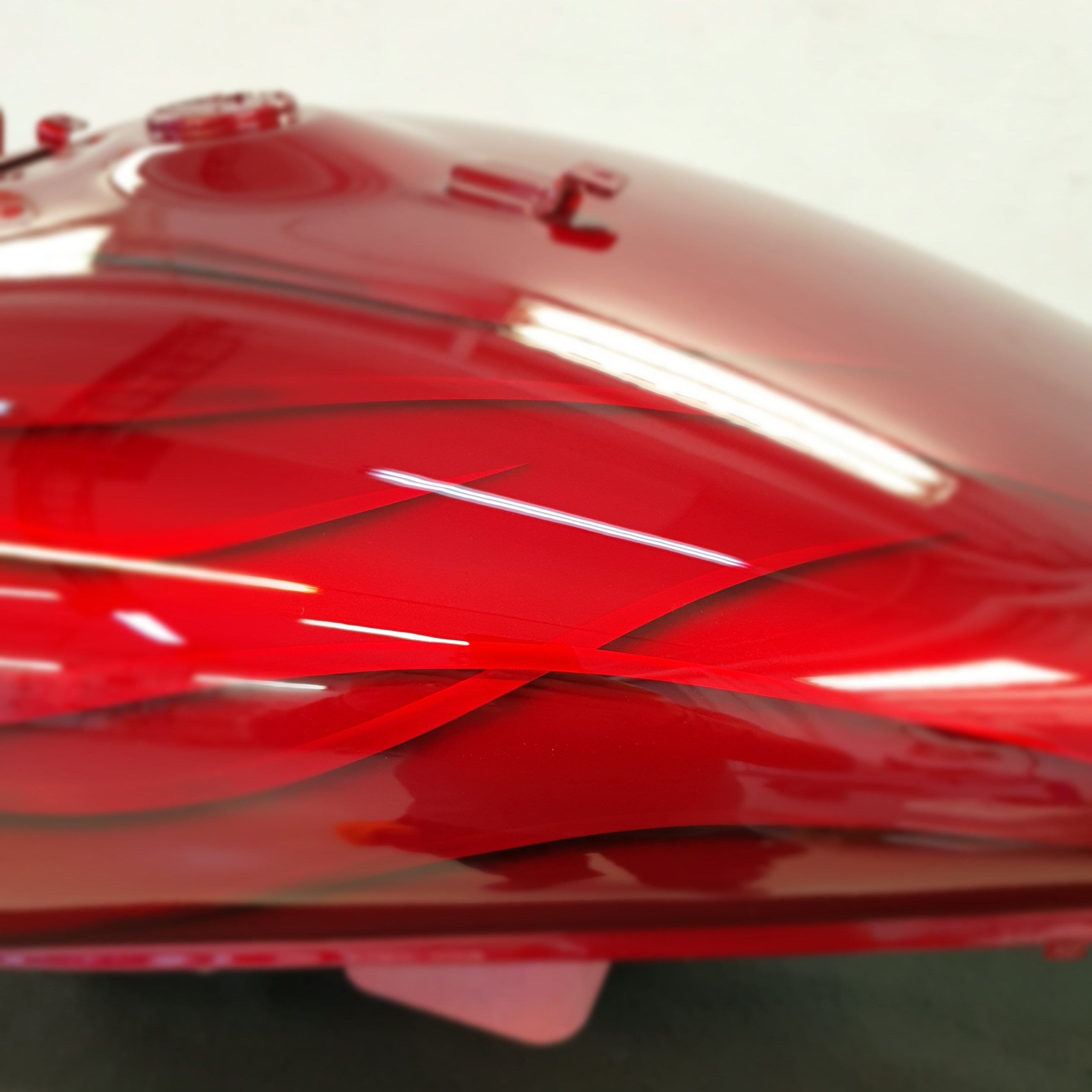 Suzuki Intruder m1800r red candy ghost classic flames 32