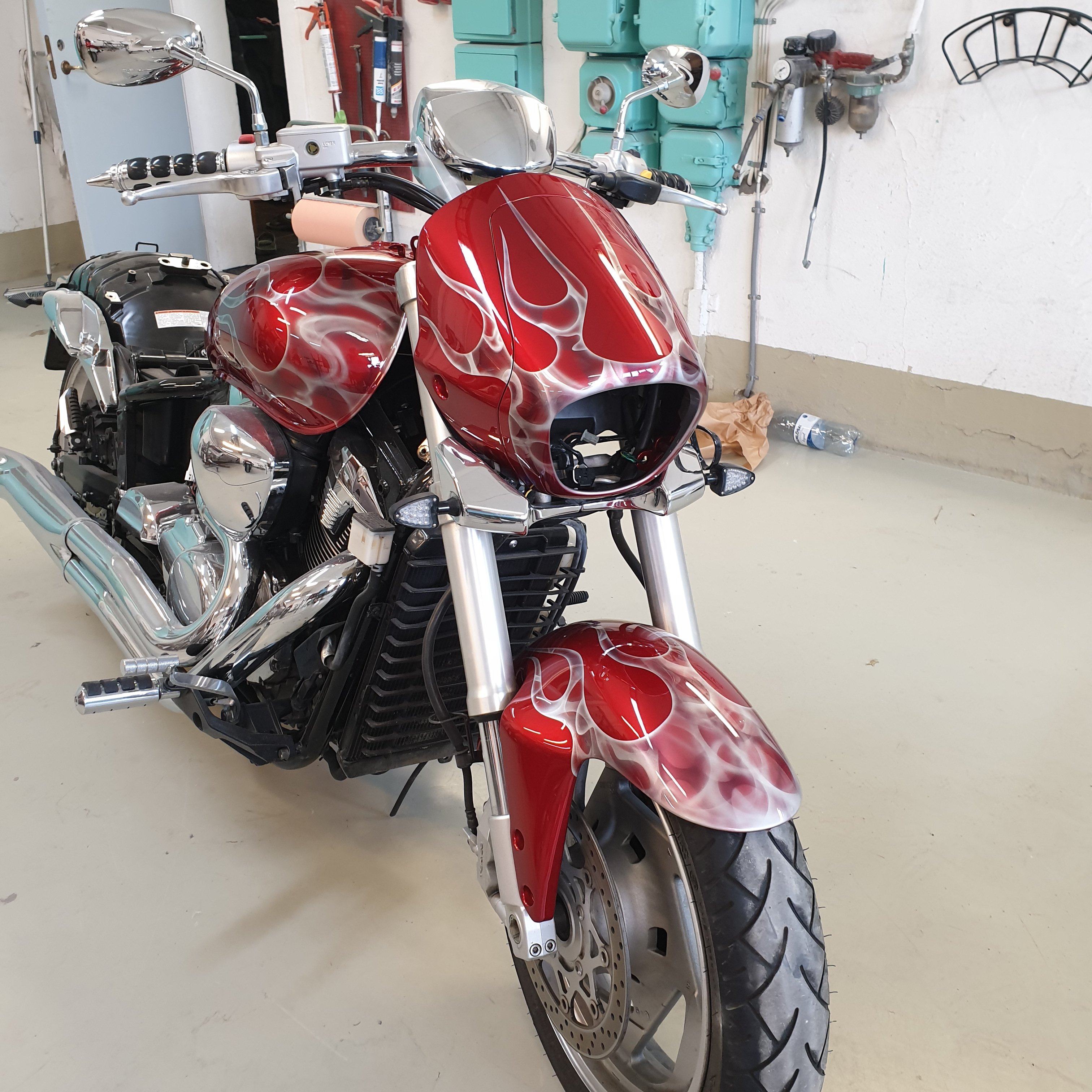 Suzuki Intruder m1800r red candy ghost classic flames 44