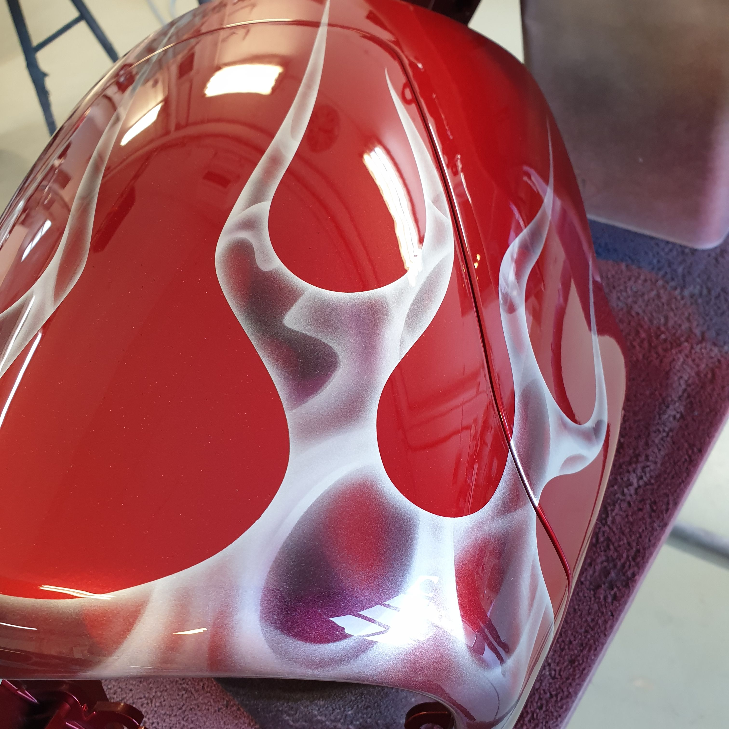 Suzuki Intruder m1800r red candy ghost classic flames 45