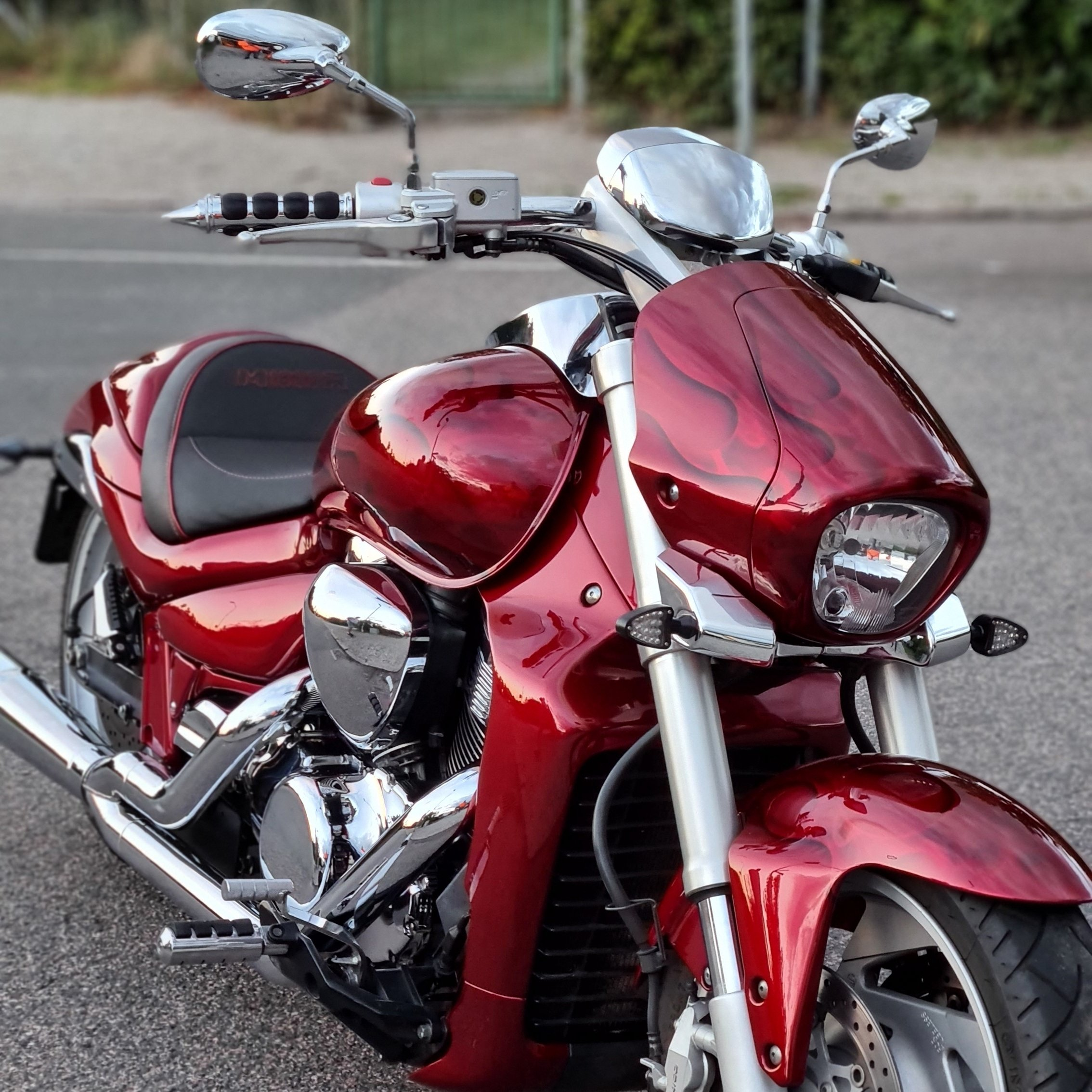 Suzuki Intruder m1800r red candy ghost classic flames 5