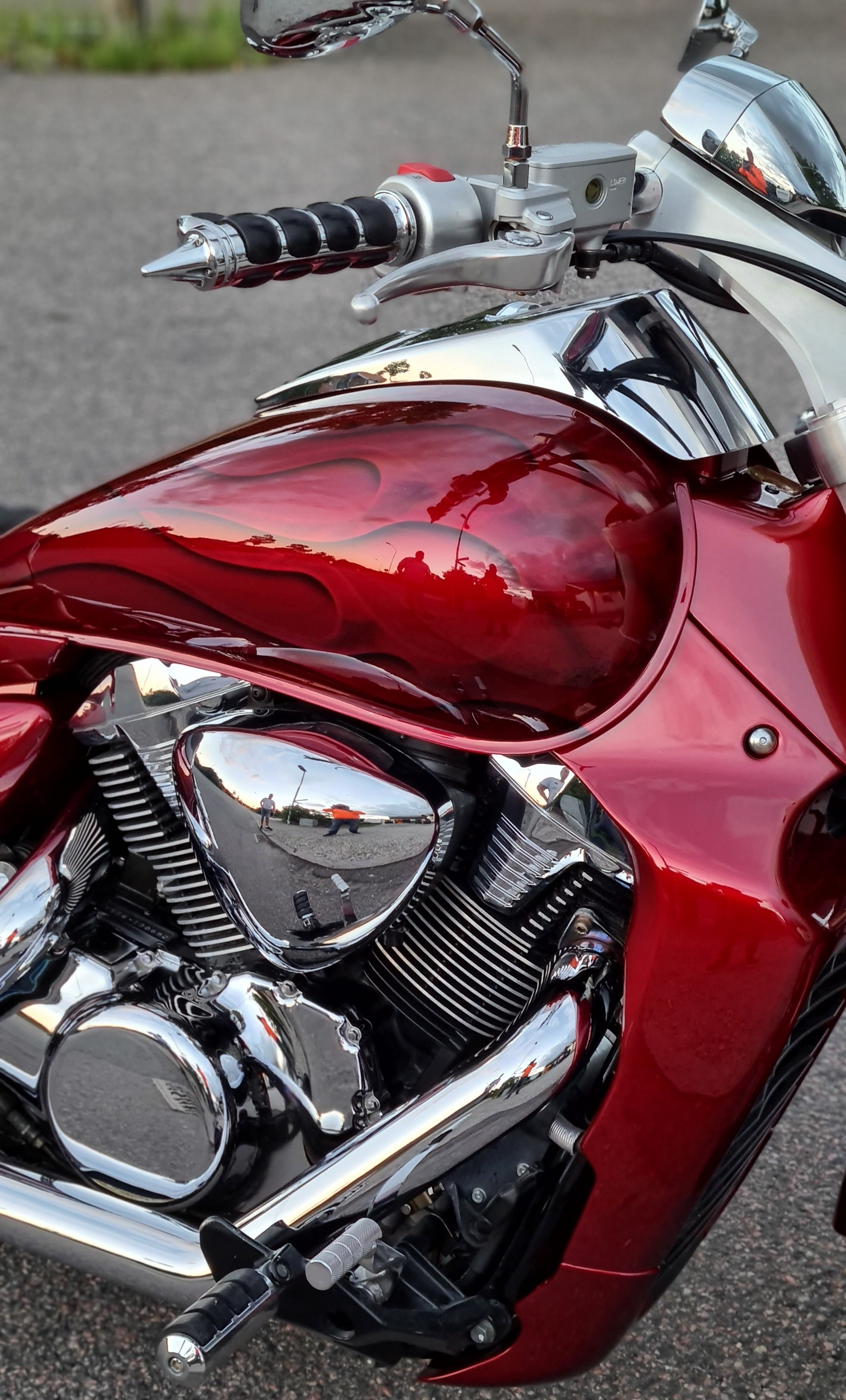 Suzuki Intruder m1800r red candy ghost classic flames 7