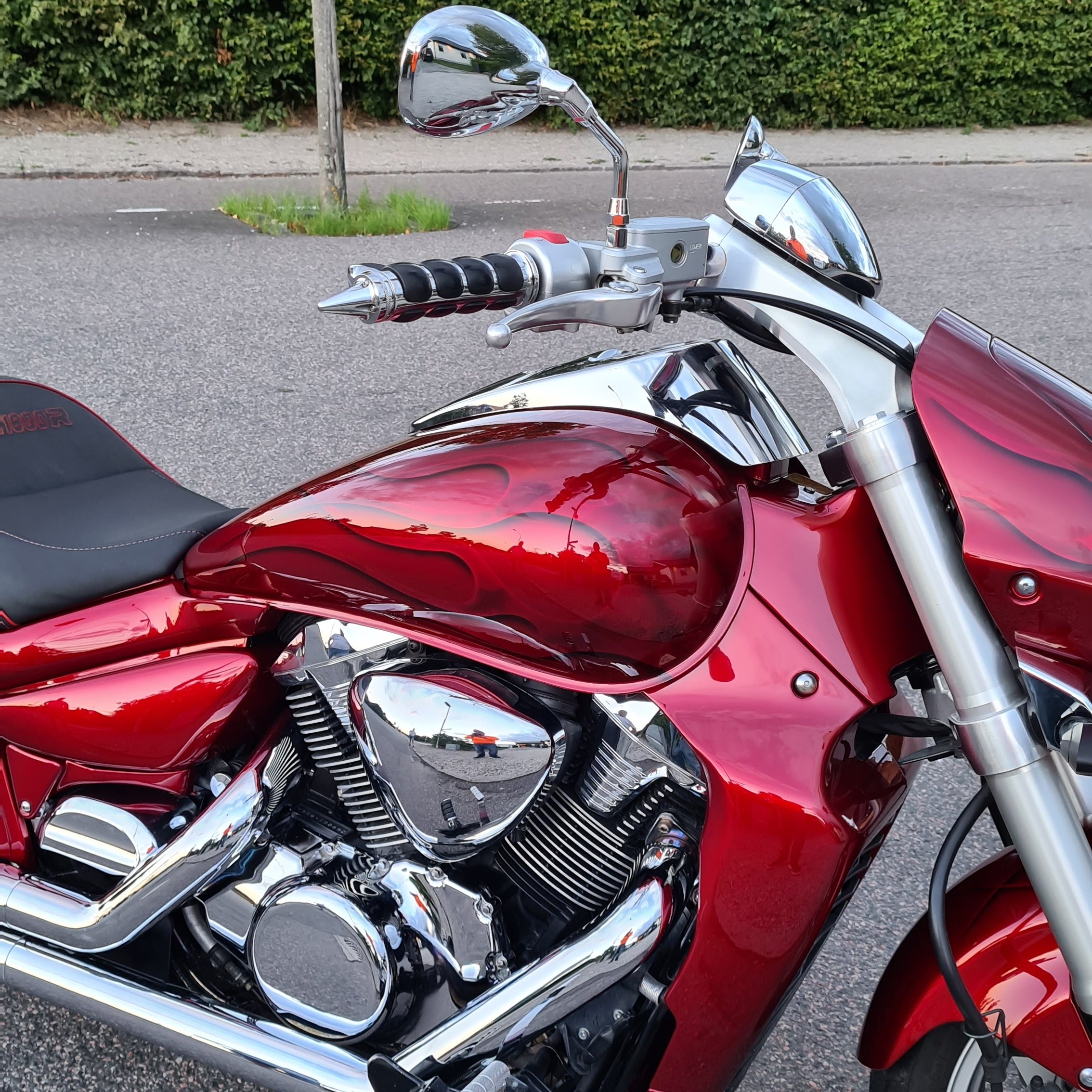 Suzuki Intruder m1800r red candy ghost classic flames 9