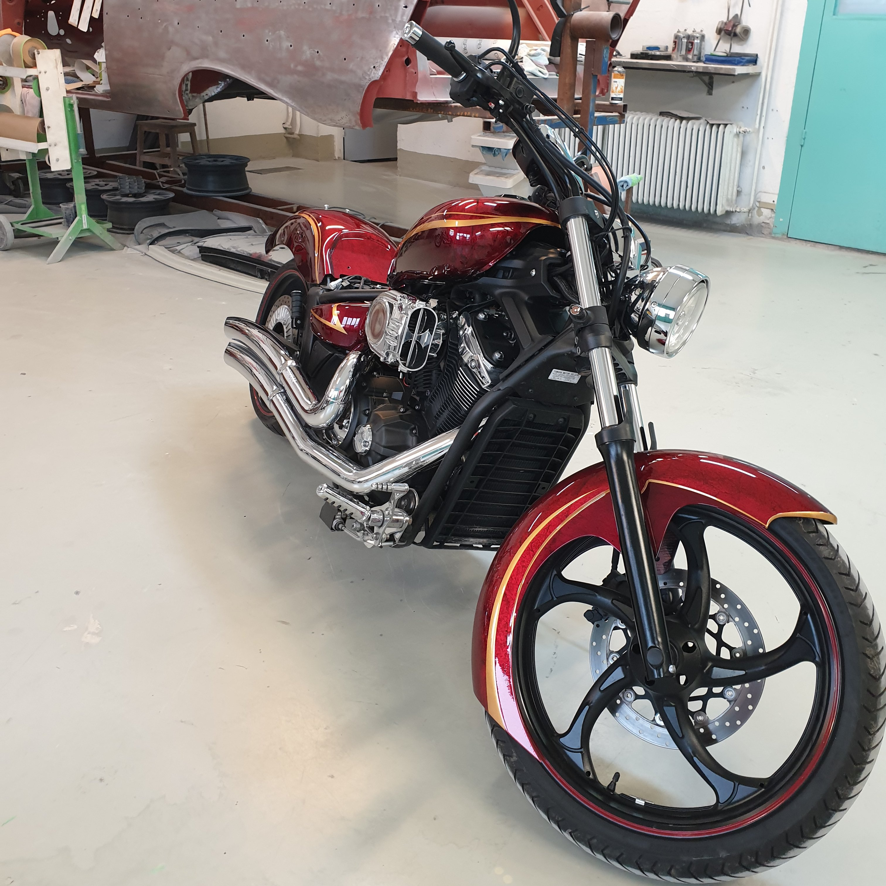 Yamaha Stryker 1300 gold stripes red marble candy 12