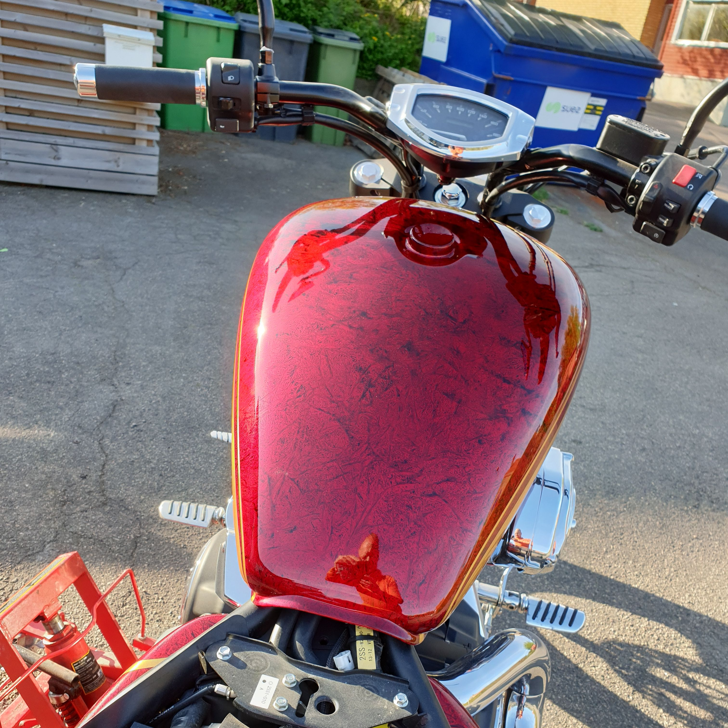 Yamaha Stryker 1300 gold stripes red marble candy 36