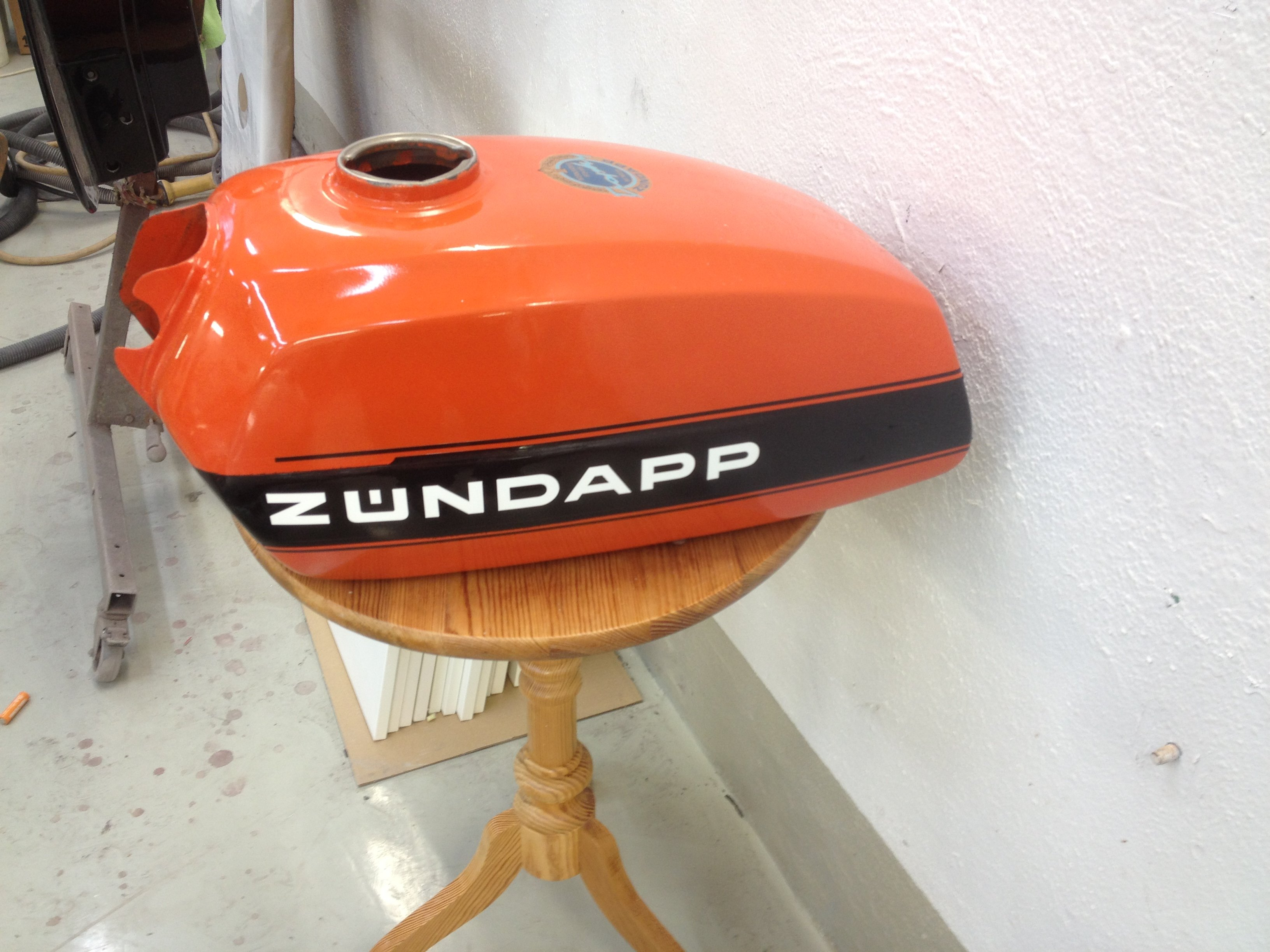 Zündapp KS 125 orange black stripe 13